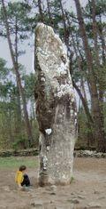 Жеант Манио, 6,5-метровый менгир в Карнаке, Бретань.