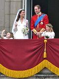 Prins William, hertog van Cambridge en Kate Middleton op het balkon van Buckingham Palace.