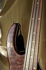 Eine bundlose Bassgitarre