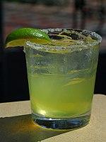 Eine Margarita (7 Teile Tequila, 4 Teile Triple Sec, 3 Teile Limettensaft)