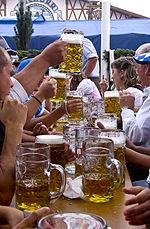 Bierglazen op het Oktoberfest in München, dat eind september en begin oktober wordt gehouden
