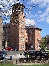 カテドラルグリーンから見た美術館の入り口と塔