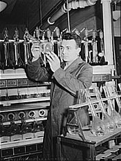 Laboratorium badawcze w U.T. na początku lat 40.