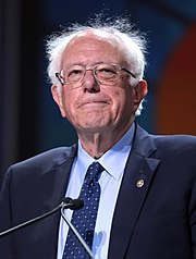 Sanders na červnovém sjezdu Demokratické strany v Kalifornii v roce 2019