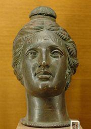 Etruskische Parfumvase in Form eines Frauenkopfes
