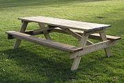 Een picknicktafel