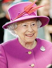 Королева Елизавета царствует с 1952 года.