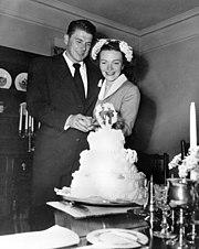 Pasgetrouwden Ronald en Nancy Reagan, 1952