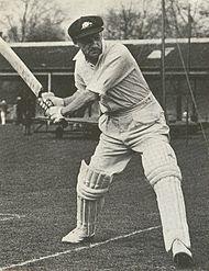 O grande Don Bradman (Austrália) na prática, anos 1930/1940. Sua média de batimentos é a melhor de todos os tempos.