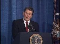 Přehrávání médií Prezident Reagan odpovídá na otázku epidemie AIDS výzkumné skupině bojující proti AIDS