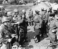 Amerikaanse en Sovjet soldaten ontmoetten elkaar ten oosten van de Elbe, april 1945