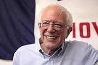Sanders v Des Moines ve státě Iowa na akci k otevření kanceláře kampaně, červenec 2019