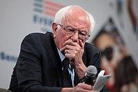 Sanders na prezidentském fóru o zbraních v Des Moines, srpen 2019