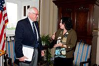 Sanders s kandidátkou na soudkyni Nejvyššího soudu Soňou Sotomayorovou v roce 2009