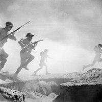 Britse infanterie aanvallen op El Alamein