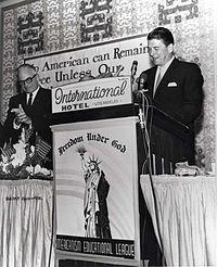 Reagan při projevu na předvolebním ceremoniálu pro Goldwatera, 1964
