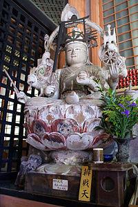 статуя Бензаитена