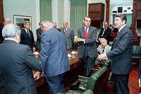 Reaganovo setkání se členy Kongresu Spojených států o plánech na útok na Libyi po bombardování, duben 1986