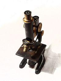 Mikroskop świetlny Bausch and Lomb z 1915 r.