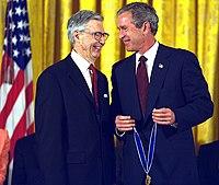 Rogers krijgt de Presidentiële Medaille van de Vrijheid uitgereikt door president Bush, 2002
