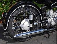 Blootliggende aandrijfas op een klassieke BMW motorfiets