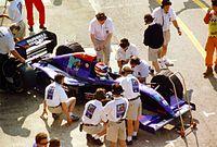Roland Ratzenberger raakte dodelijk gewond in de kwalificatie na een crash als gevolg van een storing in de voorvleugel.