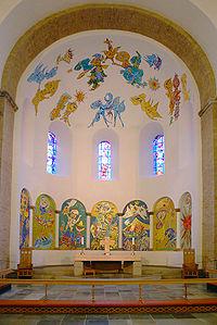 De apsis in de kathedraal van Ribe (Denemarken) versierd door Carl-Henning Pedersen
