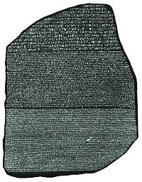 Der Stein von Rosetta (ca. 196 v. Chr.) ermöglichte es den Linguisten, den Prozess der Hieroglyphenentzifferung zu beginnen. Britisches Museum
