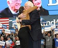 Sanders s Alexandrií Ocasio-Cortezovou na předvolební akci v Council Bluffs, Iowa, listopad 2019