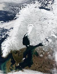 Спутниковая фотография Скандинавии, февраль 2003 г.