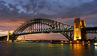 Sydney Harbour Bridge, die am 19. März 1932 eröffnet wurde.
