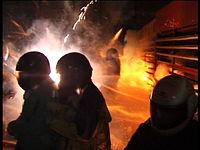 Ľudia zasiahnutí ohňostrojom v Yanshui, Taiwan (2000)