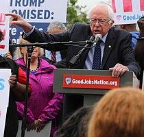 Sanders na shromáždění Boj za minimální mzdu 15 dolarů ve Washingtonu v dubnu 2017.