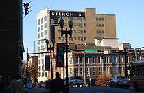 """Budynek Sterchi Lofts, dawniej Sklep Meblowy Braci Sterchi, najbardziej znany budynek na """"100 Block"""" w Knoxville."""