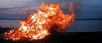 Walpurgisnachtsfeuer am 30. April in Schweden.