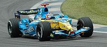 费尔南多-阿隆索驾驶雷诺一级方程式赛车在2005年美国大奖赛上排位。