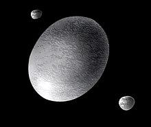 Une illustration d'artiste de Haumea avec ses lunes Hiʻiaka et Namaka. Les lunes sont en fait plus éloignées de Haumea que celles qui sont représentées ici.