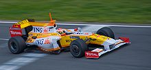 Fernando Alonso za volantem Renaultu F1 v roce 2009.
