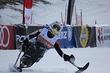 Niemiecka narciarka Anna Schaffelhuber używa mono-ski