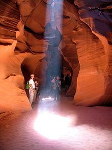 La lumière du soleil dans le canyon des antilopes, en Arizona.