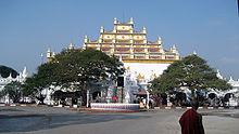Het Atumashi-klooster werd opnieuw gebouwd nadat het was afgebrand.
