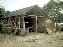 Een boerderij in Venezuela gemaakt van houten latten en kleiduivels.