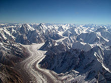 De Baltoro-gletsjer in het Karakoram-gebergte. 62 kilometer lang, een van de langste alpiene gletsjers