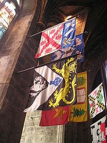Знамена рыцарей Чертополоха, висящие в Сент-Джилз Хай Кирк.