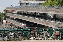 Het 3 verdiepingen hoge fietskavel in Amsterdam