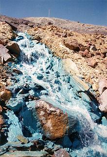 Bijproducten van koperkleur deze stroom blauw.