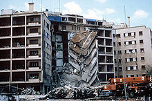 De Amerikaanse ambassade in Beiroet na een terreuraanslag...