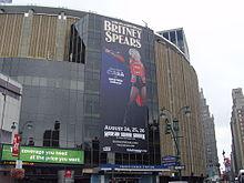 De gevel van Madison Square Garden gezien vanaf Eighth Avenue, 26 augustus 2009.