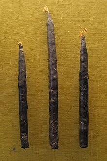 Najstarejše ohranjene sveče iz čebeljega voska severno od Alp s pokopališča Oberflacht v Nemčiji (6./7. stoletje n. št.)