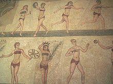 Een mozaïek in een villa op Sicilië laat zien wat Romeinse meisjes in de oudheid droegen als ze aan sport deden.